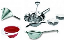 Strainers and colanders for kitchen